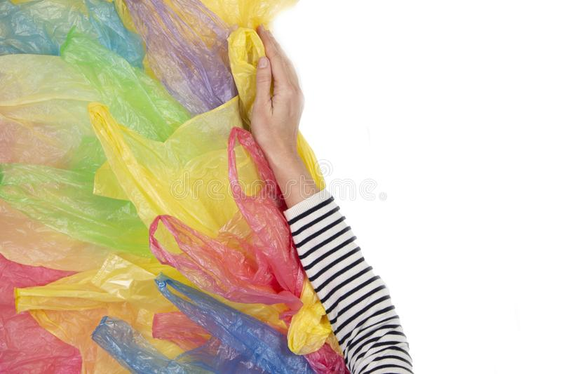 La mano de la mujer rechaza las bolsas de plástico no reutilizables Ning?n pl?stico, ambiental, concepto de la contaminaci?n foto de archivo libre de regalías
