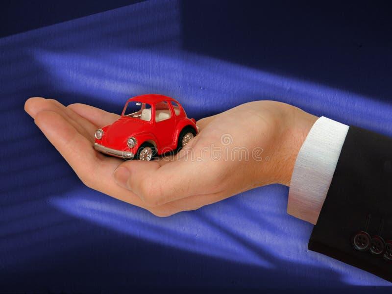 La mano del hombre de negocios con el rojo encantador Ca fotos de archivo