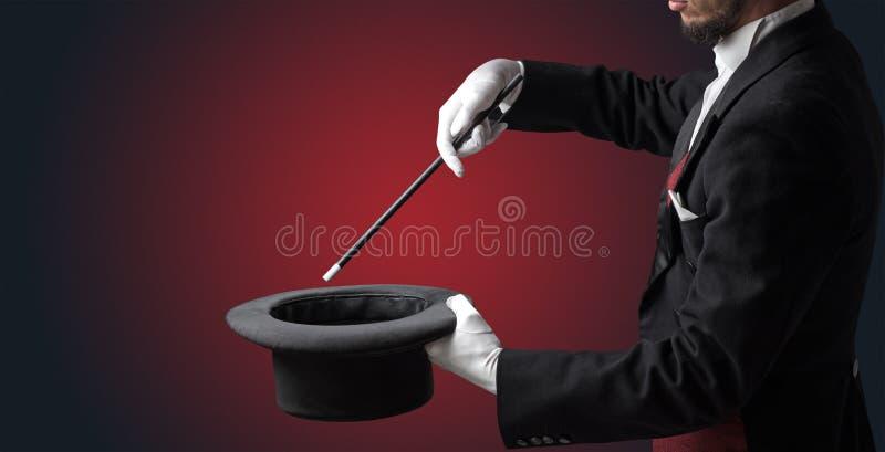 La mano del ilusionista quisiera que s conjurara algo imagen de archivo libre de regalías