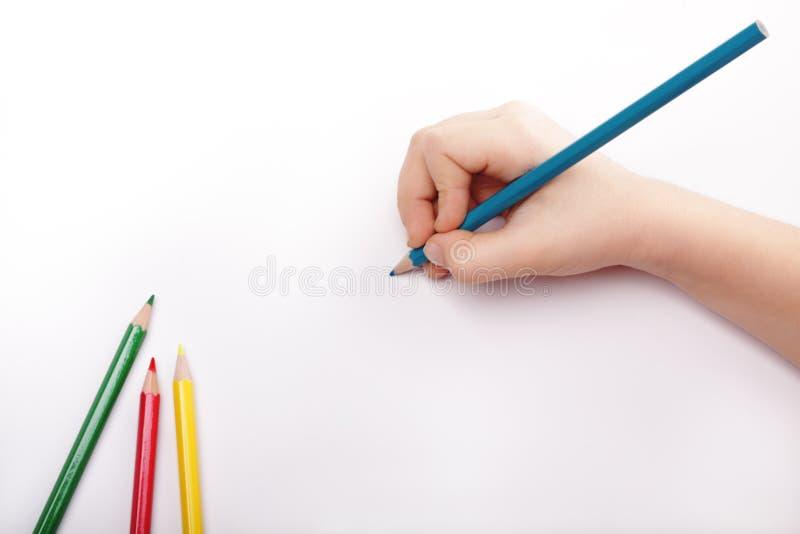 La mano del niño drena un corregir fotografía de archivo