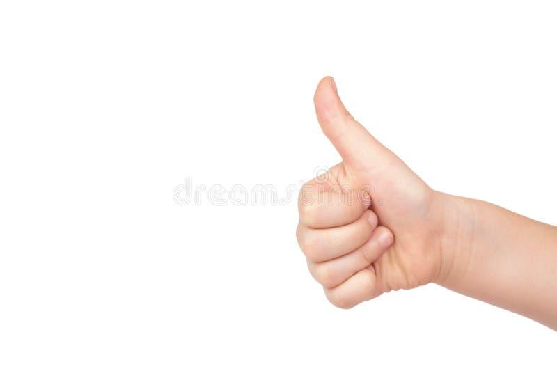 La mano del niño muestra el pulgar encima del gesto, aislado en el fondo blanco copie la plantilla del espacio fotografía de archivo