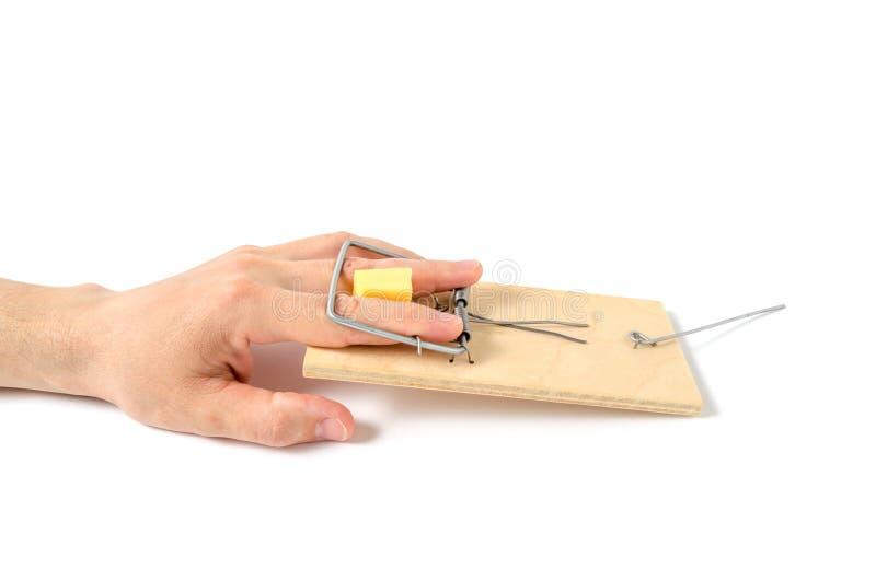 La mano del ` s del hombre cayó en trampa Concepto de error, de regalos de promoción y de avaricia foto de archivo