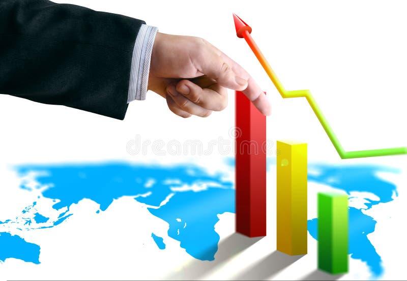 La mano dell'uomo d'affari con finanza conta l'economia fotografie stock