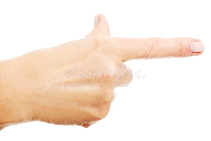 La mano della donna che indica sullo spazio della copia. fotografia stock