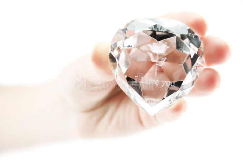 La mano delle donne tiene il cristallo immagine stock libera da diritti