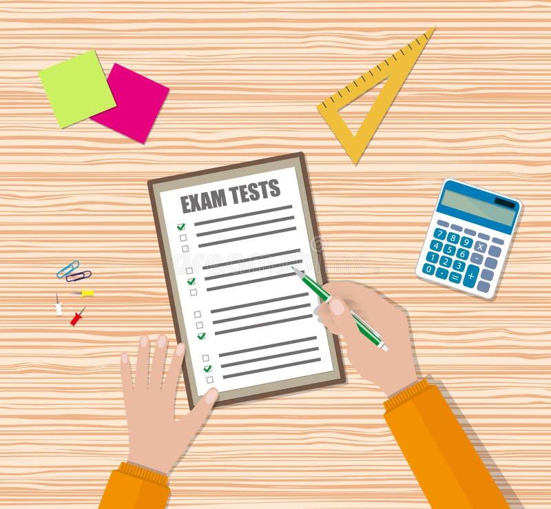 La mano dello studente riempie la carta di quiz dell'esame illustrazione vettoriale