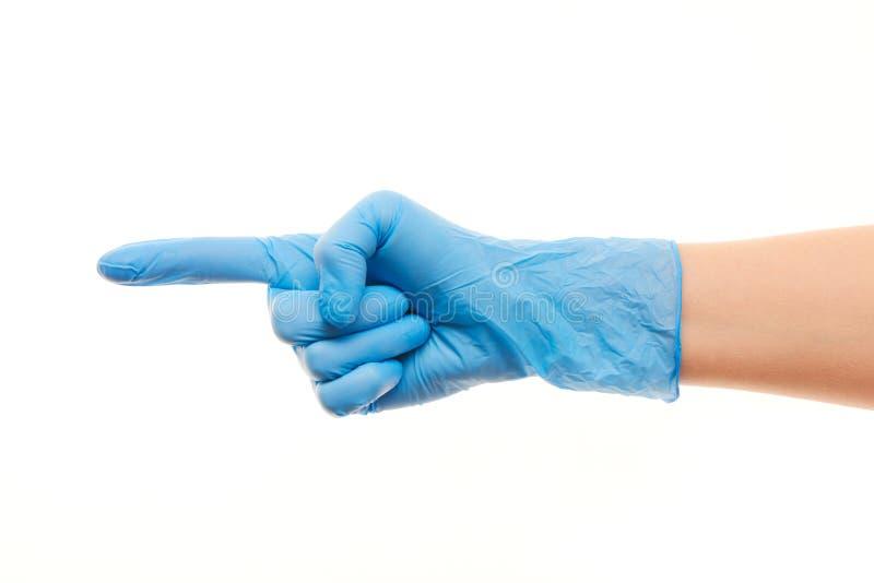 La mano di medico femminile in guanto chirurgico blu che indica su qualcosa fotografie stock