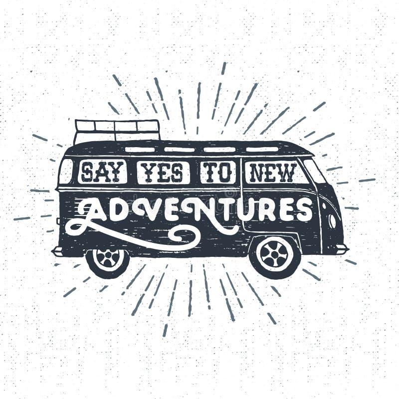 La mano dibujada texturizó la etiqueta del vintage con vector del minivan libre illustration