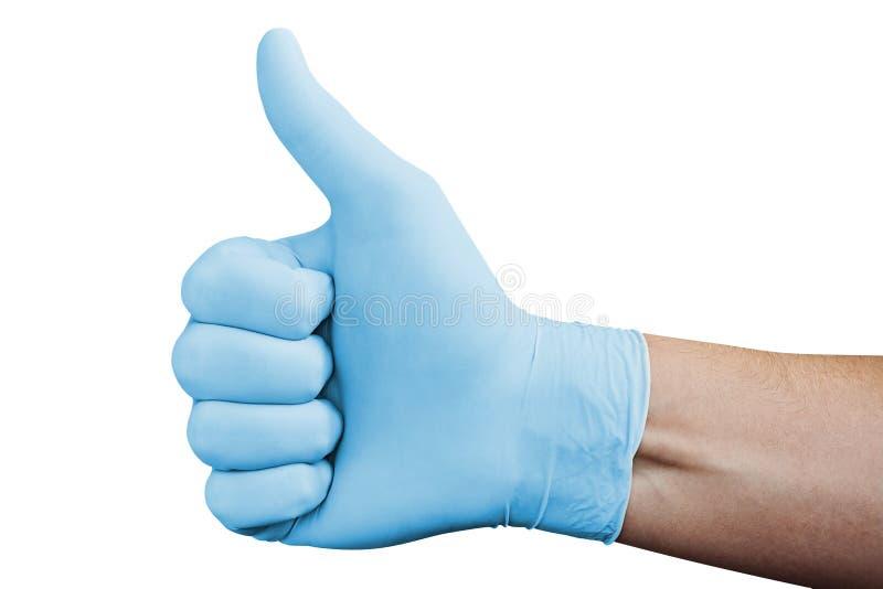 La mano en el guante médico azul que muestra la aprobación manosea con los dedos encima de la muestra aislada en el fondo blanco imagenes de archivo