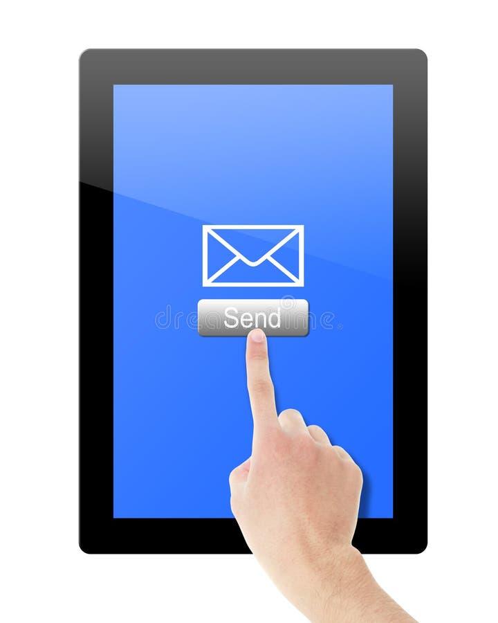 La mano envía el mensaje de la tableta fotografía de archivo