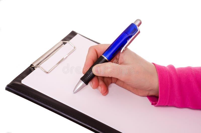 La mano femenina está escribiendo con un ballpen imágenes de archivo libres de regalías