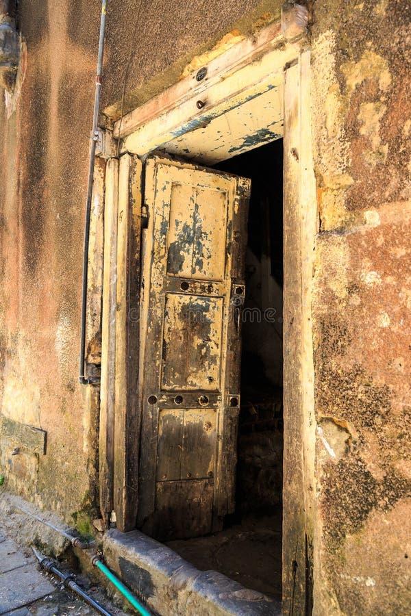 Download La Mano Hizo La Puerta A Mano De Madera En Zanzíbar Imagen de archivo - Imagen de diseño, casa: 44852825