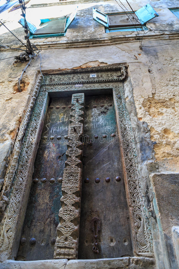 Download La Mano Hizo La Puerta A Mano De Madera En Zanzíbar Imagen de archivo - Imagen de decoración, configuración: 44852881