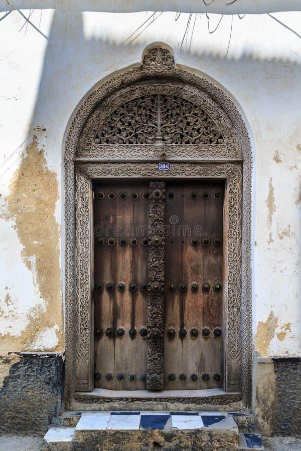 Download La Mano Hizo La Puerta A Mano De Madera En Zanzíbar Foto de archivo - Imagen de viejo, fachada: 44853100