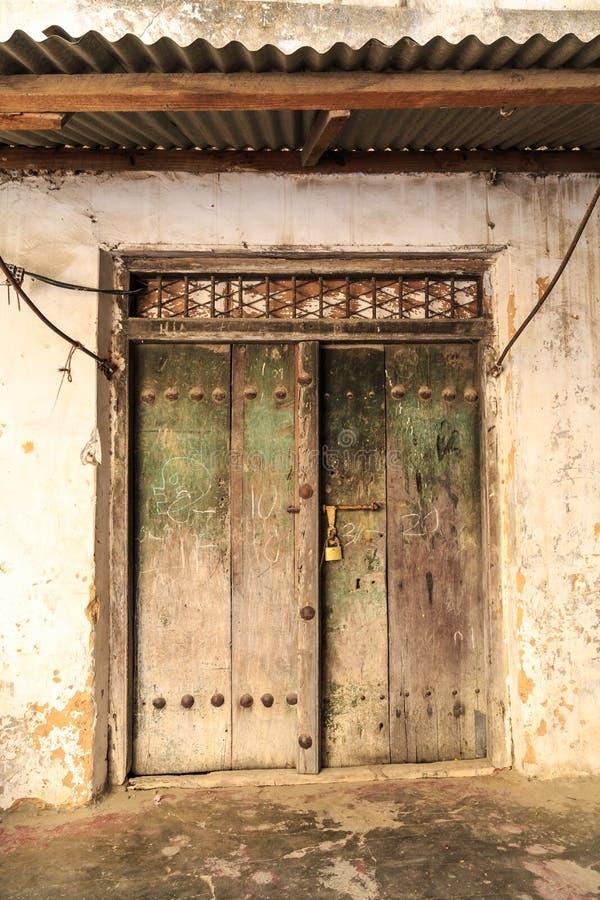 Download La Mano Hizo La Puerta A Mano De Madera En Zanzíbar Foto de archivo - Imagen de cultura, herencia: 44853134