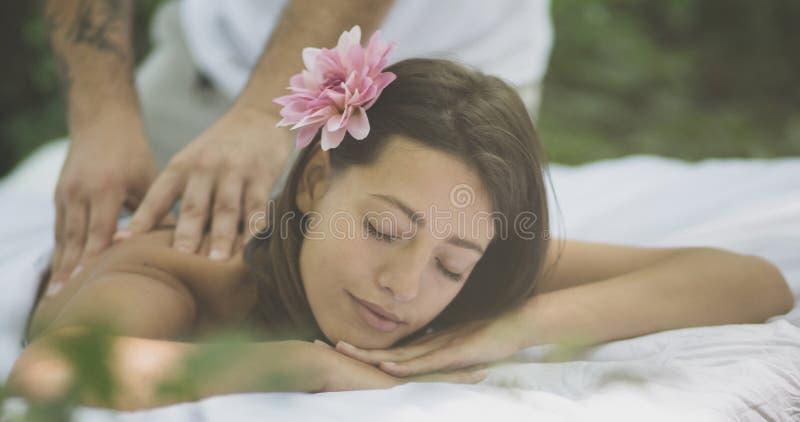 La mano magica del suo massaggiatore immagini stock libere da diritti