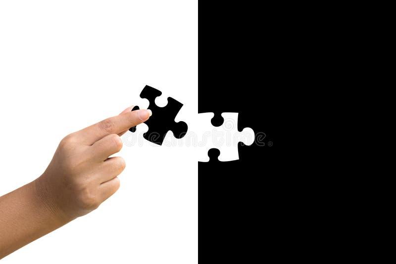 La mano mette il concetto di puzzle immagini stock libere da diritti