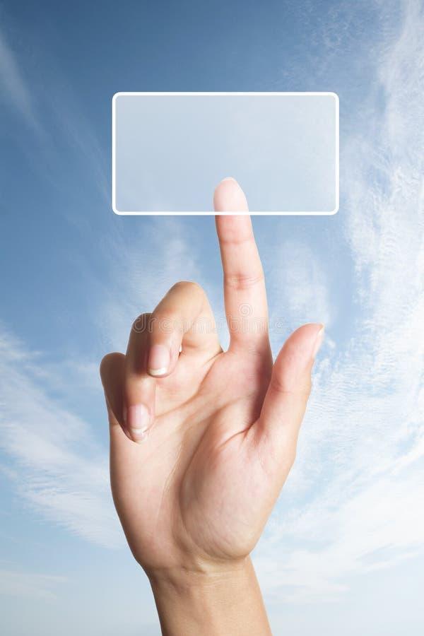 La mano presiona el botón fotografía de archivo