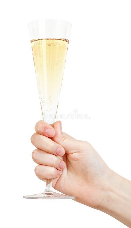 La mano sostiene el vidrio de flauta con el vino espumoso fotografía de archivo libre de regalías