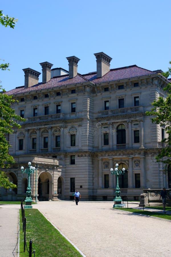 La mansión de los cortacircuítos en punta ocre en Newport, Rhode Island imágenes de archivo libres de regalías