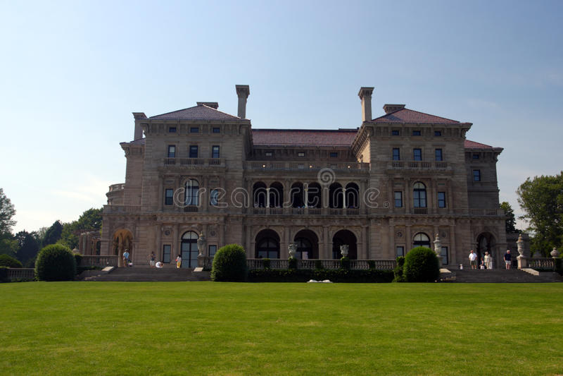 La mansión de los cortacircuítos en punta ocre en Newport, Rhode Island fotos de archivo