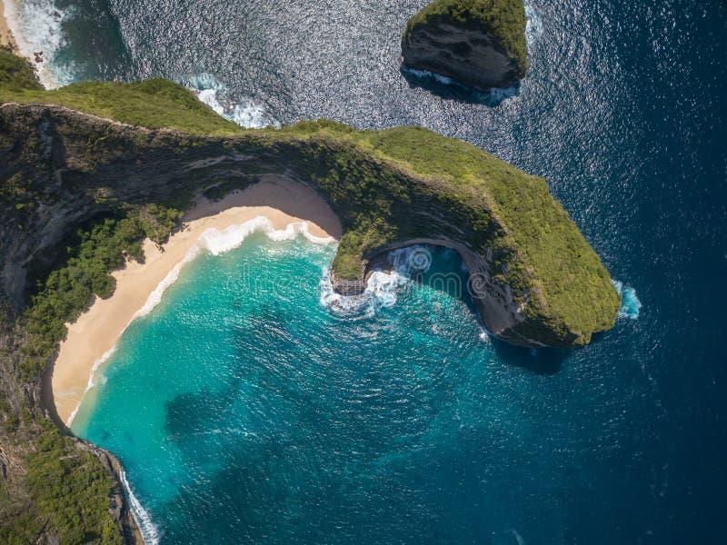La manta aerea abbaia o la spiaggia di Kelingking sull'isola di Nusa Penida, Bali, Indonesia immagini stock libere da diritti