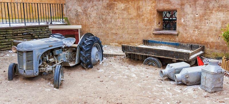 La maquinaria agrícola abandonada vieja fotografía de archivo libre de regalías
