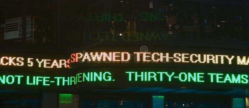 La marca firma adentro el Times Square, New York City foto de archivo libre de regalías