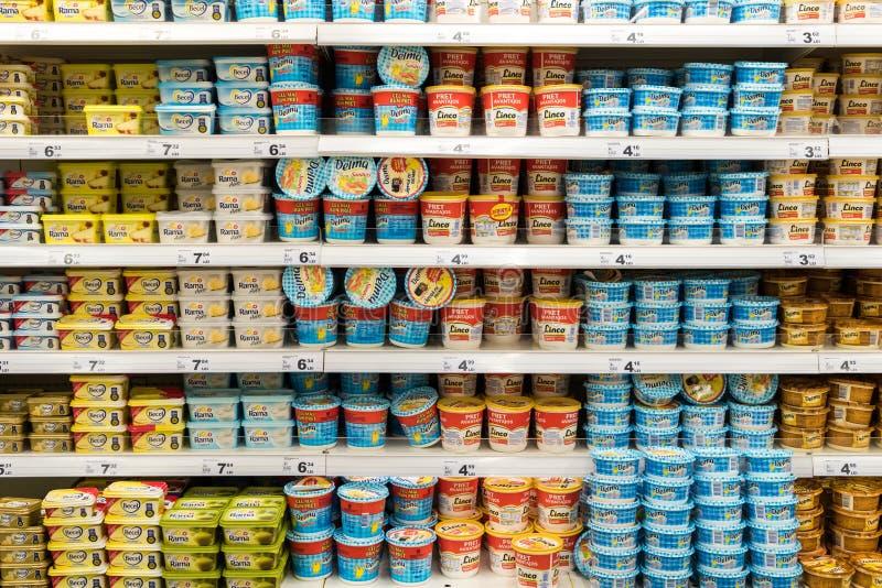 La margarina ingrassa il supporto del supermercato fotografia stock