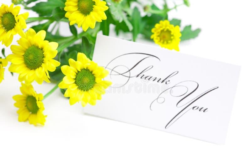 La margherita gialla e una scheda firmata lo ringraziano fotografie stock