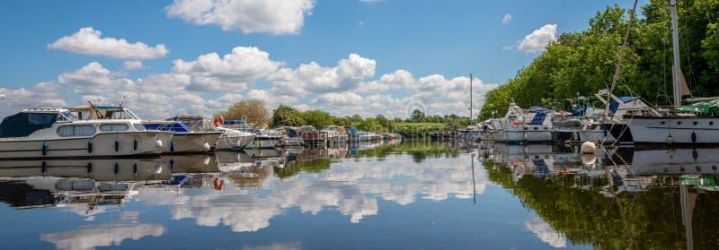 La marina dans le vieux bras du canal d'acuité de Gloucester à l'acuité, G photos libres de droits