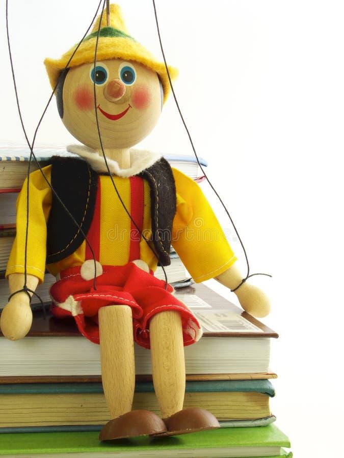 La marioneta y el libro de textos foto de archivo libre de regalías