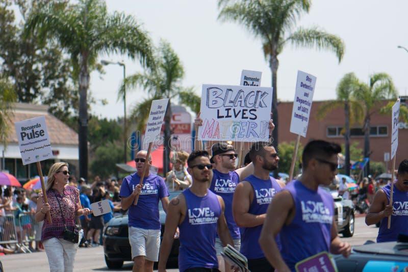 La matière noire des vies se rappellent l'impulsion de Recuerdo d'impulsion en San Diego Pride Parade image libre de droits