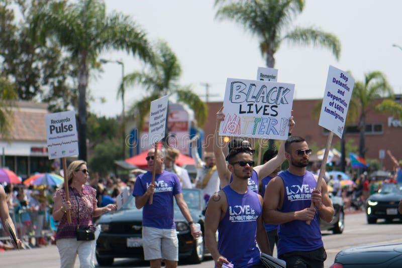 La matière noire des vies se rappellent l'impulsion de Recuerdo d'impulsion en San Diego Pride Parade photo libre de droits