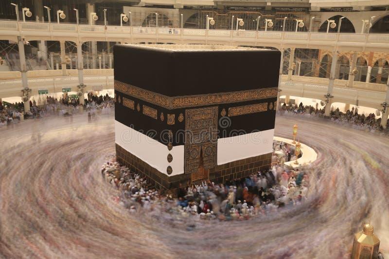 La Meca, Arabia Saudita : 07/24/2019 : Peregrinos de Haj realizando tawaf y rezando en Masjidil Haram durante la temporada de Hajj fotos de archivo