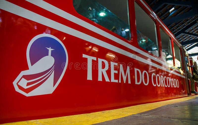 La mejor selva del tren brasileño rojo, Tijuca Rio de Janeiro imagen de archivo libre de regalías