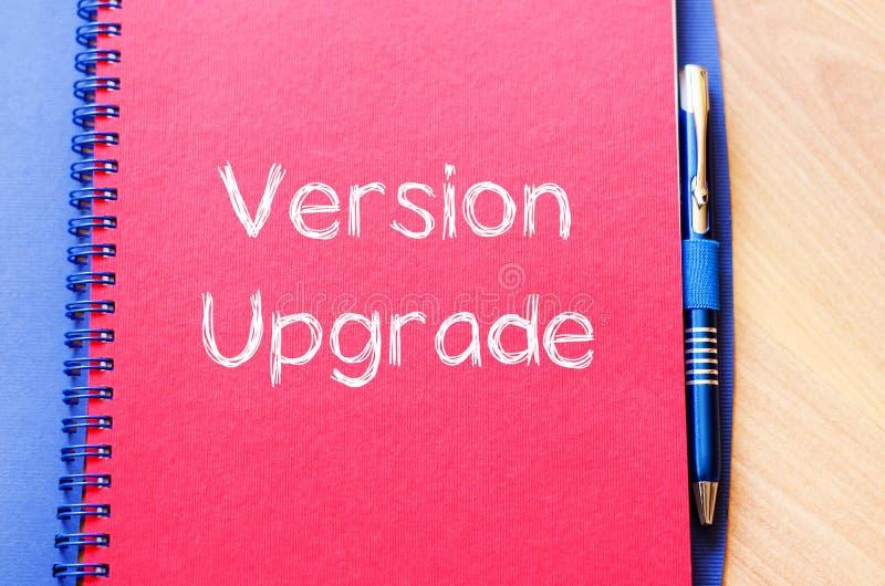 La mejora de la versión escribe en el cuaderno fotos de archivo