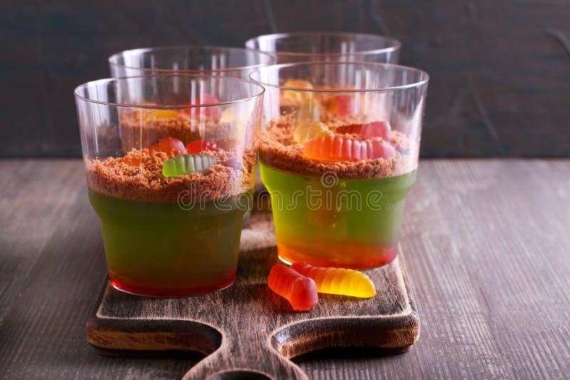 La melma ostacola il dessert delle tazze per Halloween fotografia stock
