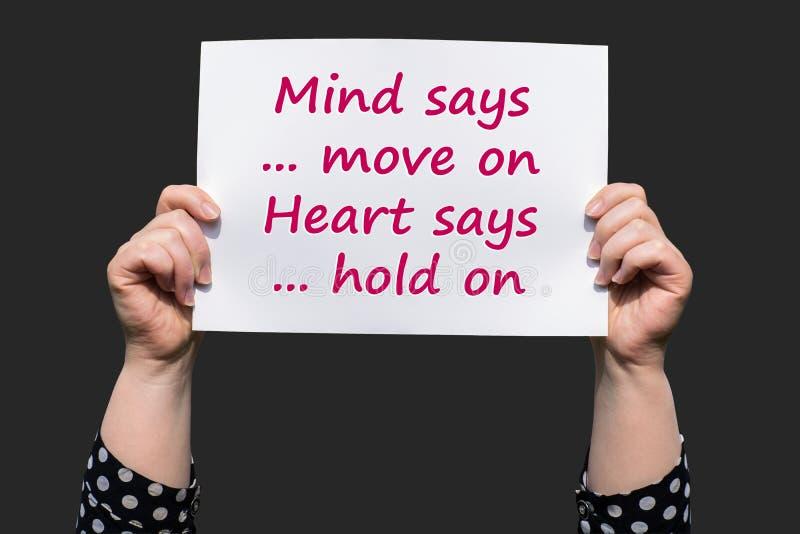 La mente dice muévase en corazón dice Sosténgase encendido imagen de archivo libre de regalías
