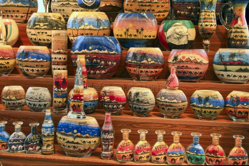 La Mer à Dubaï, EAU - 6 mai 2018 : Poncez les souvenirs de bouteille chez le Madinat Jumeirah Souk, Dubaï, EAU La Mer à Dubaï, EA photo libre de droits