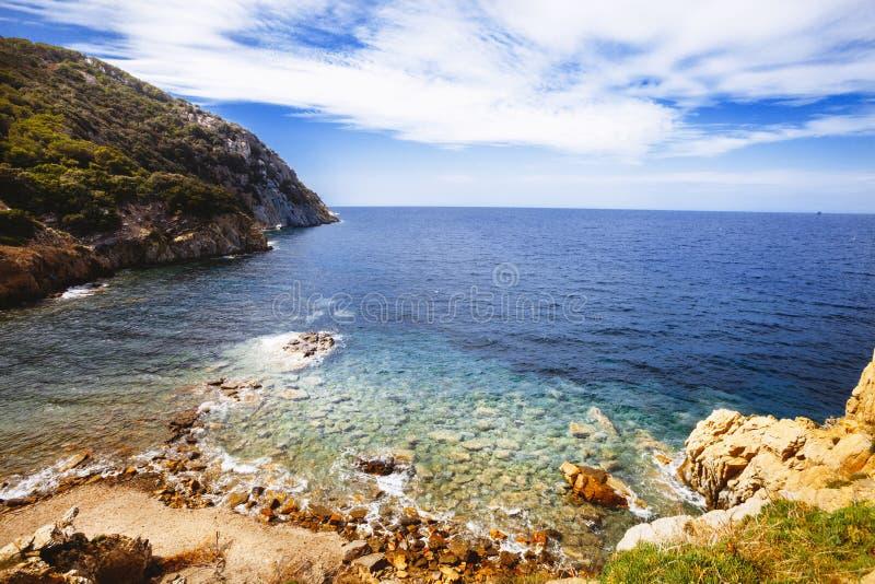 La mer Méditerranée Lagune italienne Récifs et roches photos libres de droits