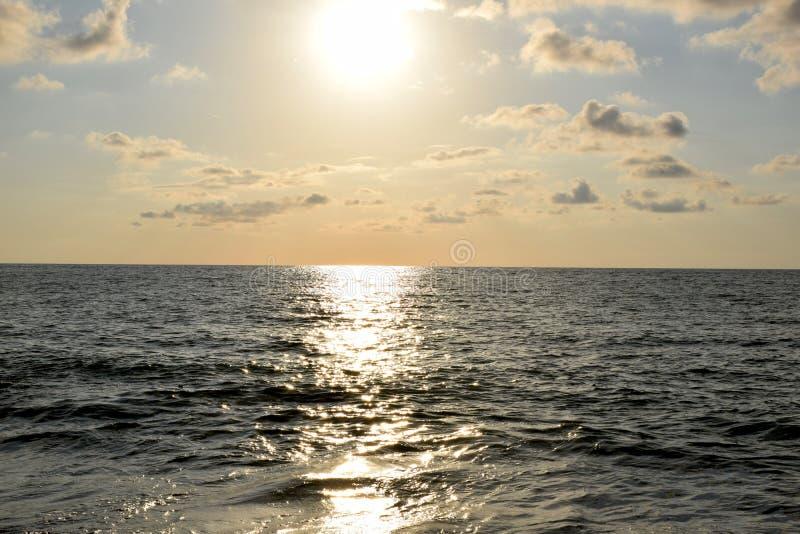 La Mer Noire au coucher du soleil photographie stock