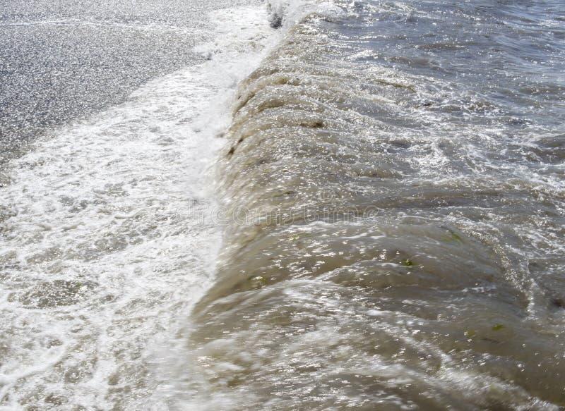La Mer Noire Ondes de mer Sotchi images libres de droits