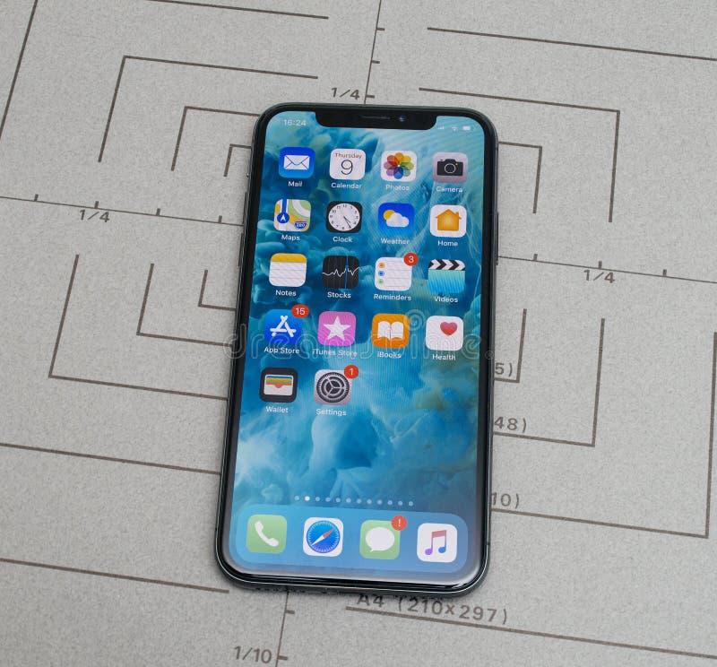 La messa a punto sul iPhone X software applicativo di 10 app sblocca immagini stock libere da diritti