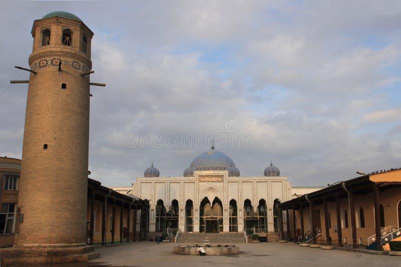 La mezquita del anuncio-dinar de Sheikh Massal en la ciudad de Khujand, Tayikistán fotografía de archivo libre de regalías