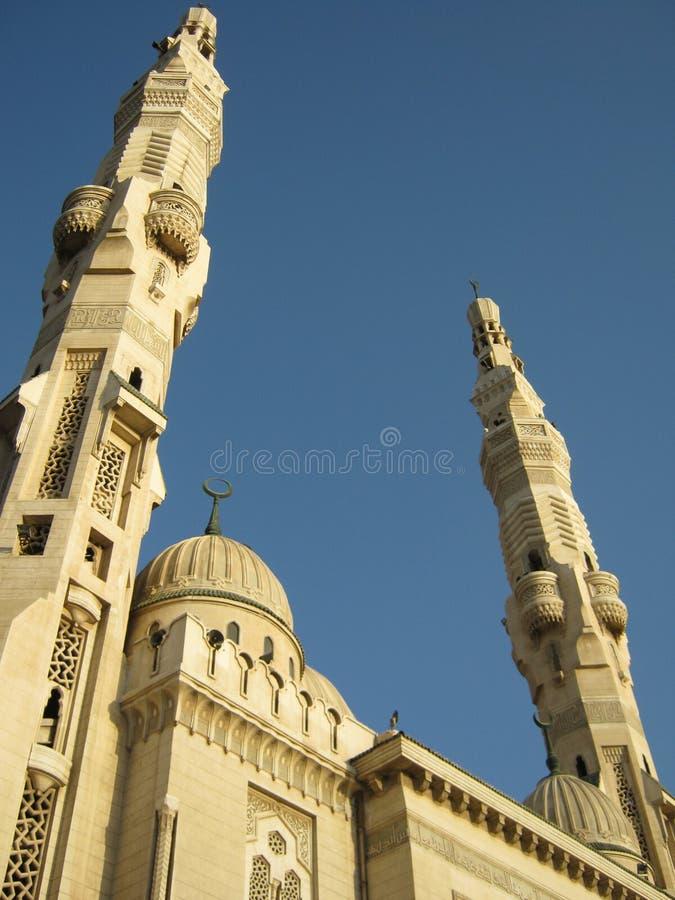 La mezquita EL-mogamma' en Acceso-Dicho (Egipto) imagen de archivo