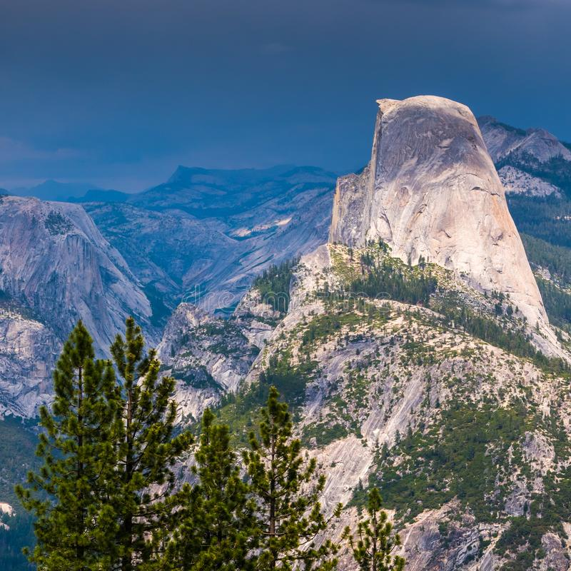 La mezza cupola in Yosemite fotografie stock
