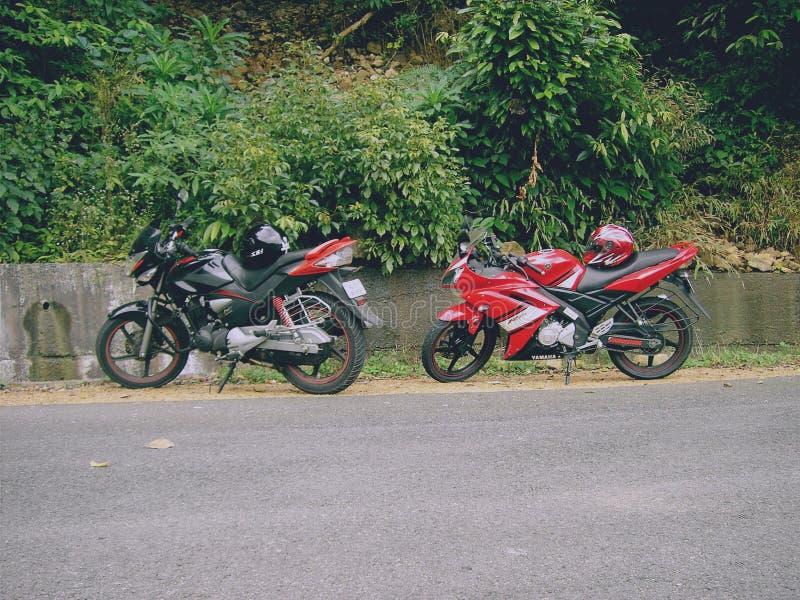 La mia bici ed i miei amici bike mentre viaggio al ponmudi fotografia stock libera da diritti