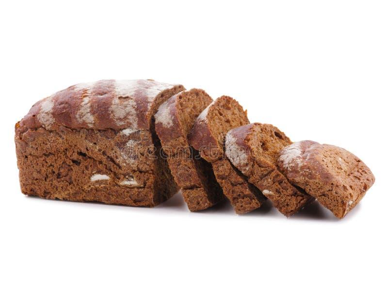La miche de pain de coupe avec la réflexion d'isolement sur le blanc image stock