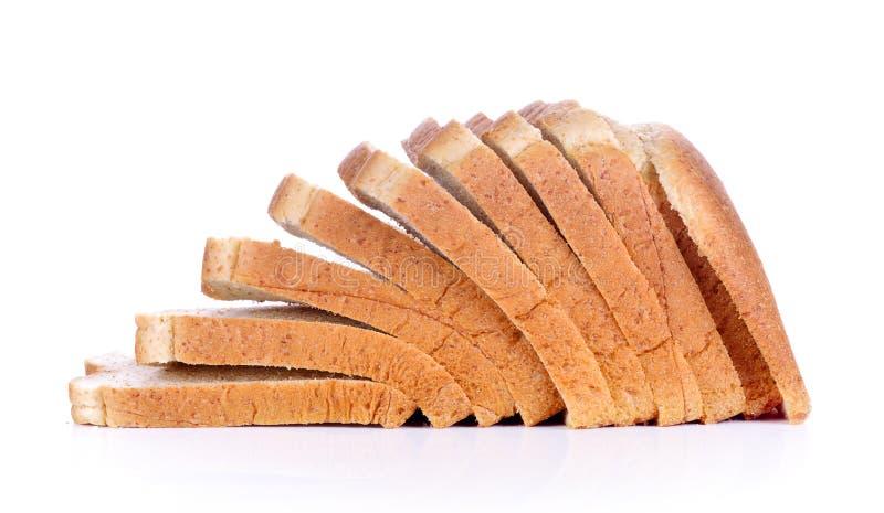 La miche de pain de coupe avec la réflexion sur le blanc photo libre de droits